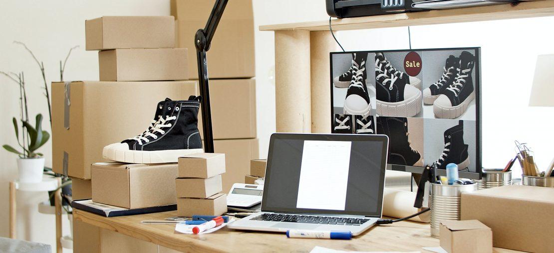 Operação de e-commerce com caixas